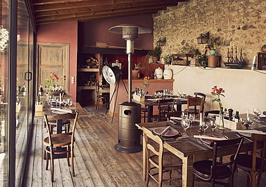 Rustic restaurant of MasQi Detox Retreat where you enjoy delicous macrobiotic food