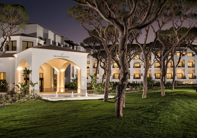 Beautiful accommodation available for all health programs at Pine Cliffs in the Algarve, offered by SIS