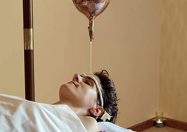 Shirodhara Head oil stream Port Salvi Ayurveda center
