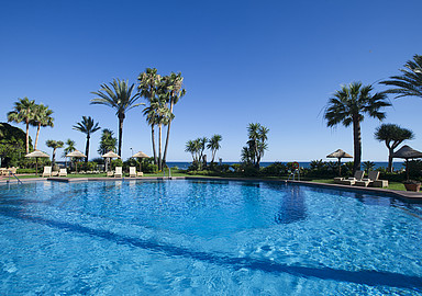 Outside pool for your relaxing wellness holiday in Spain at Healthouse Las Dunas in Málaga, Spain