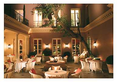 Relaxing dinners at the patio in Villa Padierna Termas Hotel, Spain