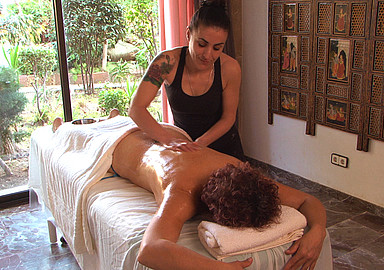 Ayurveda massage during an ayurveda cure at Port Salvi offered by Spa In Spain